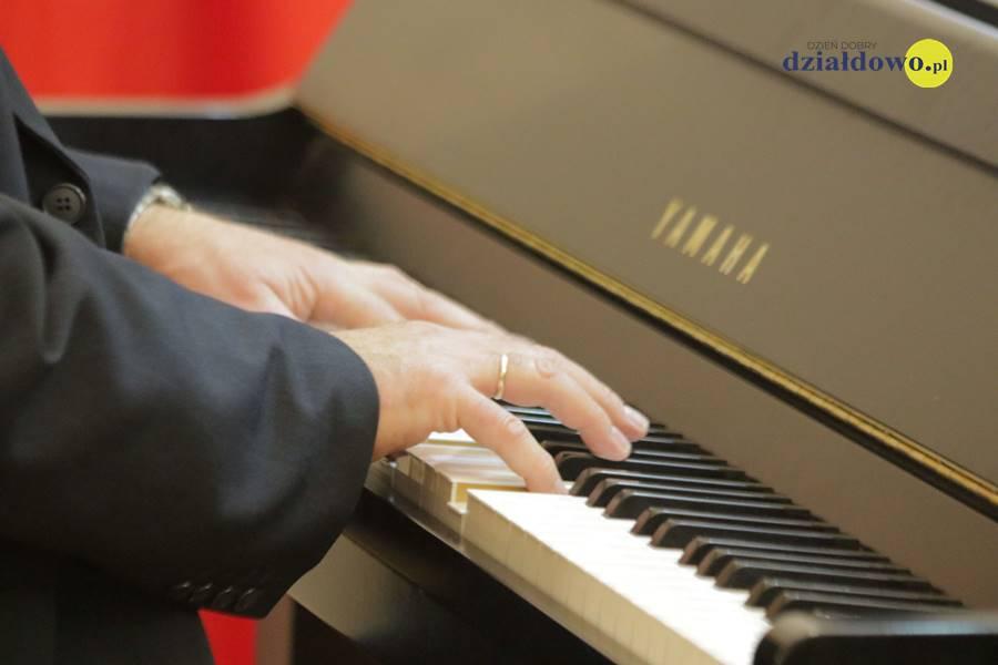 Koncert szkoły muzycznej z okazji Święta Niepodległości