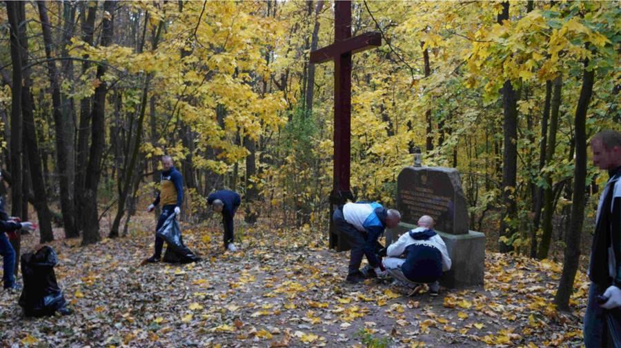 Aresztanci porządkowali miejsca pamięci narodowej