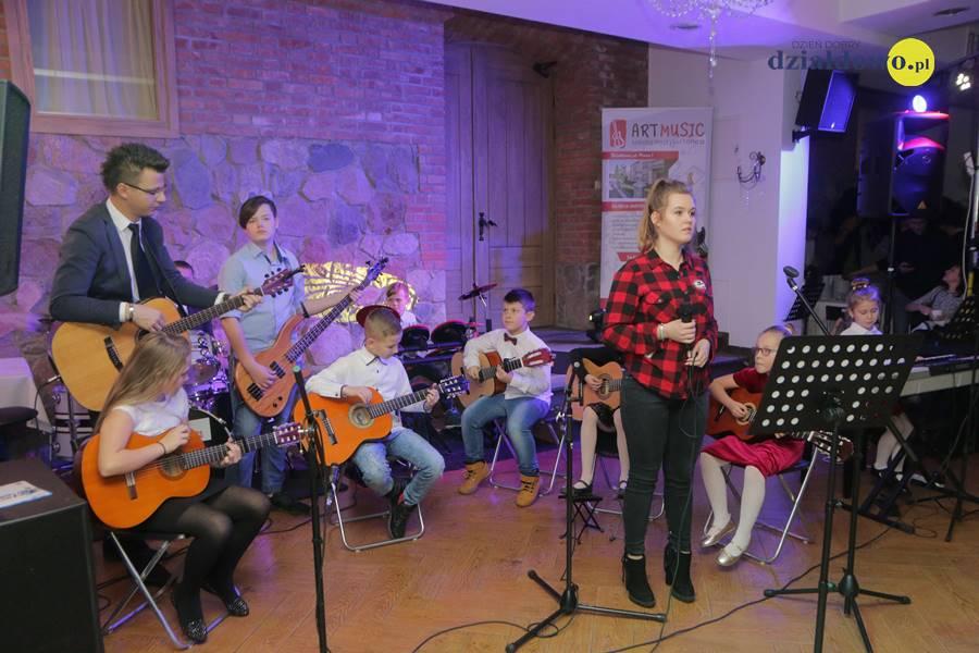 Świąteczny koncert Szkoły Art Music