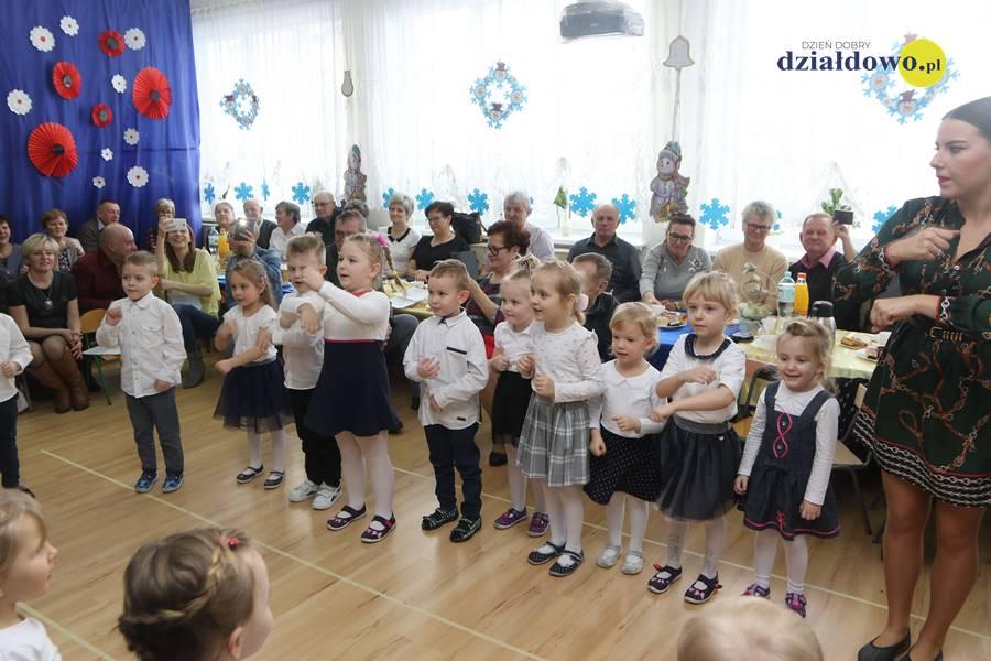 Dzień Babci i Dziadka w grupie Biedronek w Przedszkolu nr 1 w Działdowie