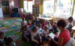 Zaangażowano seniorów w czytane bajek przedszkolakom