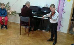 Kolędowanie z uczniami Szkoły Muzycznej w Przedszkolu nr 4