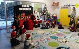 Bożonarodzeniowe zajęcia otwarte z Mikołajem w grupie V w Przedszkolu nr 4