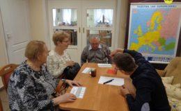 """Seniorzy wzięli udział w Grze Miejskiej """"Podróż po Unii Europejskiej"""""""