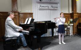 Uczniowie szkoły muzycznej grali dla młodszych kolegów