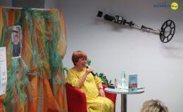 """Promocja książki """"Zagadka sprzed lat"""" Elżbiety Zakrzewskiej [zdjęci]"""