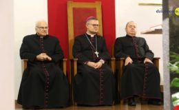 Spotkanie biskupa z grupami parafialnymi