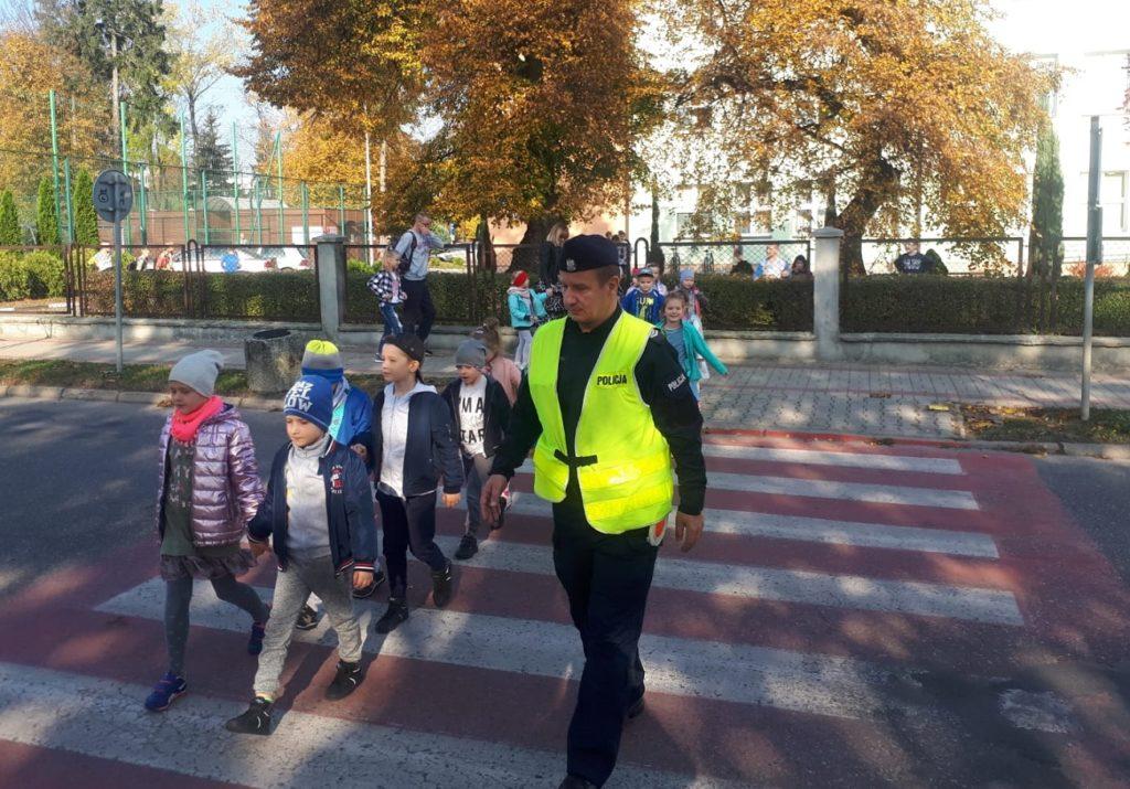 Bezpieczna droga do szkoły - dzielnicowi z wizytą w przedszkolu