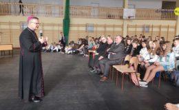 Biskup Wiesław Śmigiel odwiedził Zespół Szkół nr 2