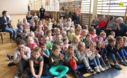 Ślubowanie klas pierwszych w Szkole Podstawowej nr 4 w Działdowie [film, zdjęcia]