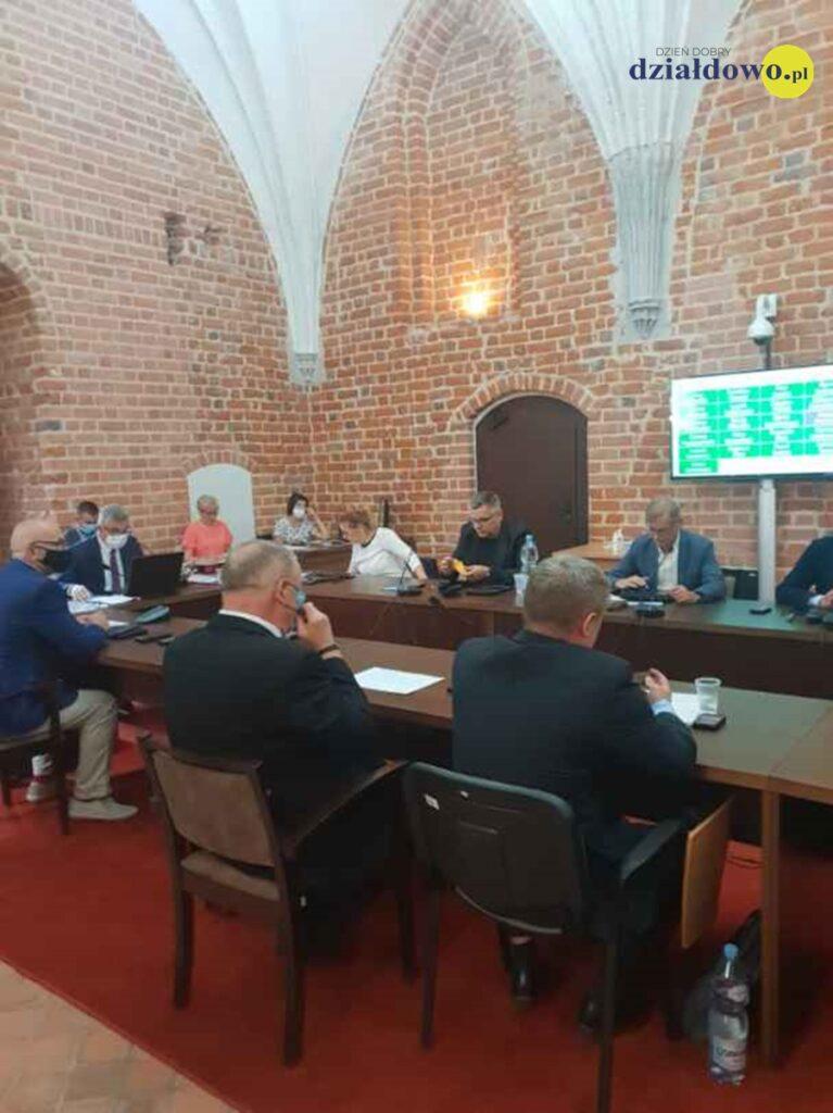 Jednogłośne absolutorium dla burmistrza Grzegorza Mrowińskiego